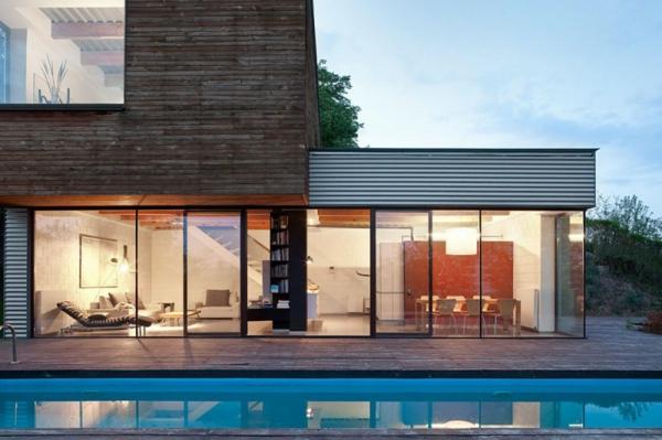 baie-vitrée-coulissante-piscine-extérieure