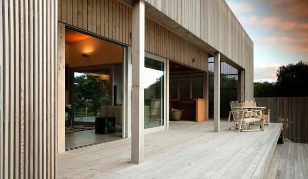 baie-vitrée-coulissante-un-sol-revêté-en-bois