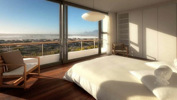 baie-vitreé-coulissante-chambre-à-coucher-donnant-sur-la-plage
