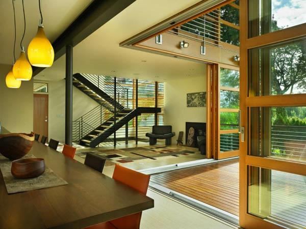 baie-vitreé-coulissante-intérieur-moderne-et-super-cosy