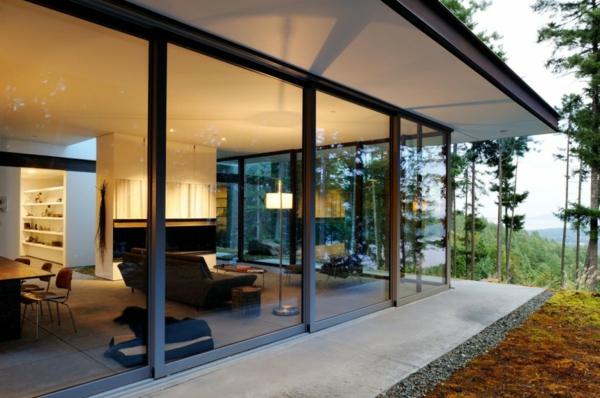 baie-vitreé-coulissante-maison-dans-la-forêt