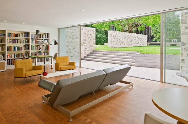 baie-vitreé-coulissante-un-grand-salon-moderne