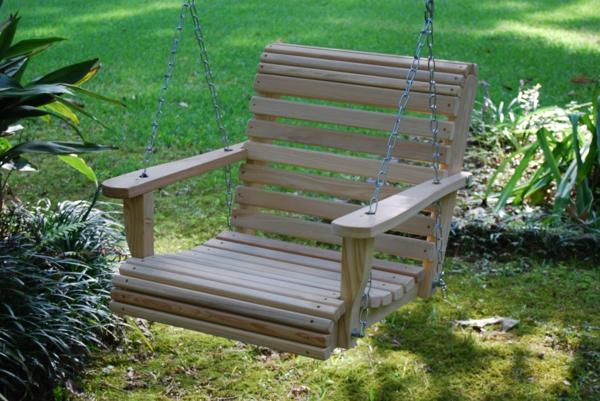 balancelle-de-jardin-assise-en-bois