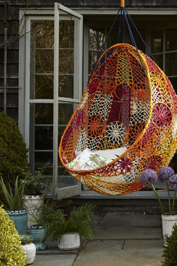 balancelle-de-jardin-chaise-pendnate-colorée
