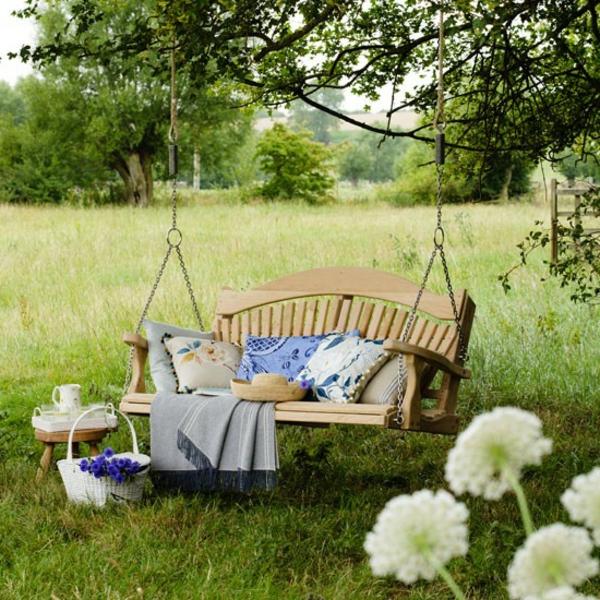 balancelle-de-jardin-extérieurs-de-campagne