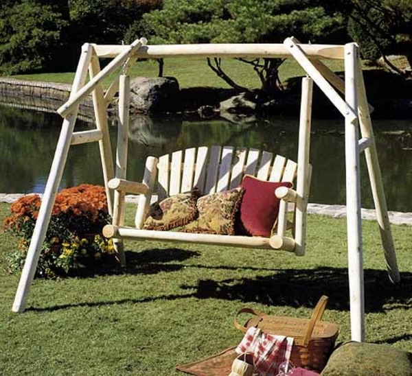 Différents designs de balancelle de jardin