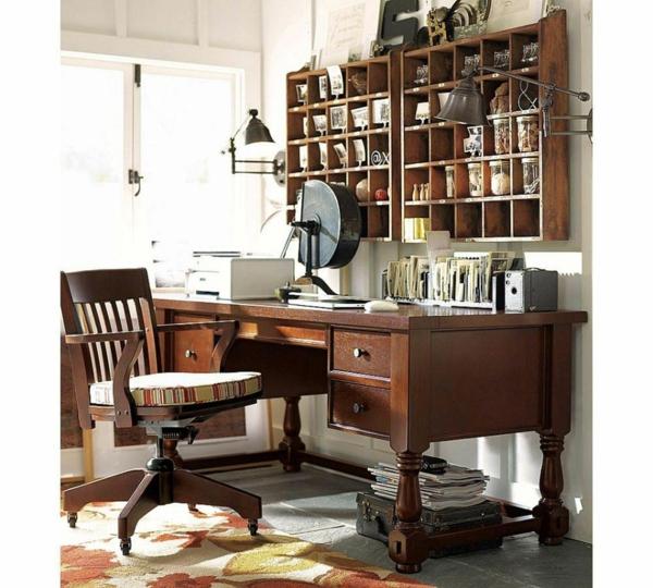 bureau-avec-étagère-casiers-muraux-en-bois-une-chaise-vintage-et-lampes-industrielles