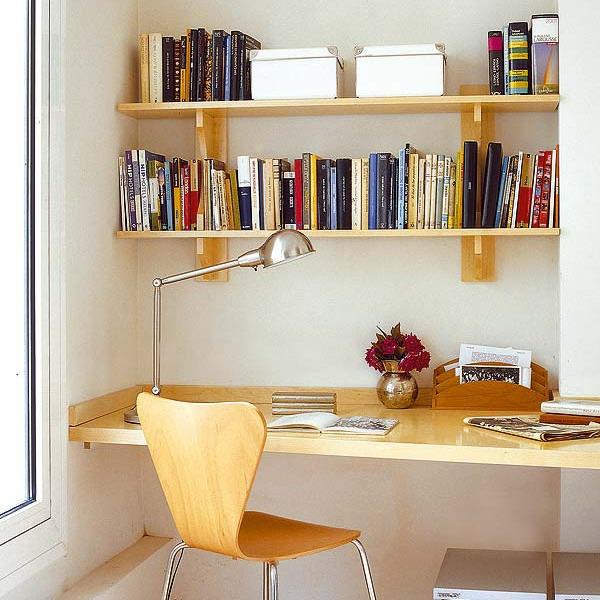 bureau-avec-étagère-joli-design-en-bois