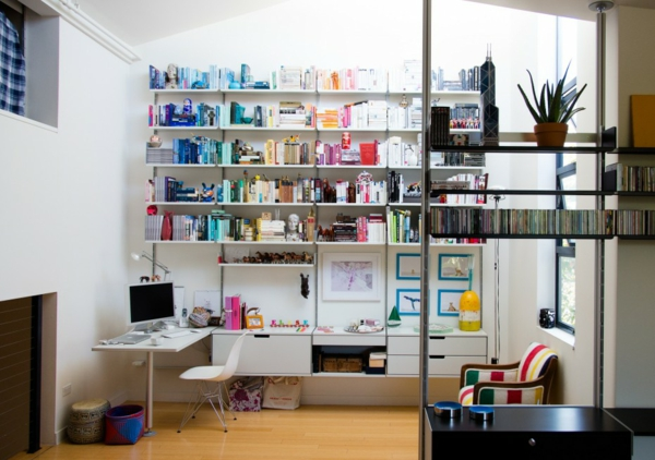 bureau-avec-étagère-rayonnage-blanc-minimaliste