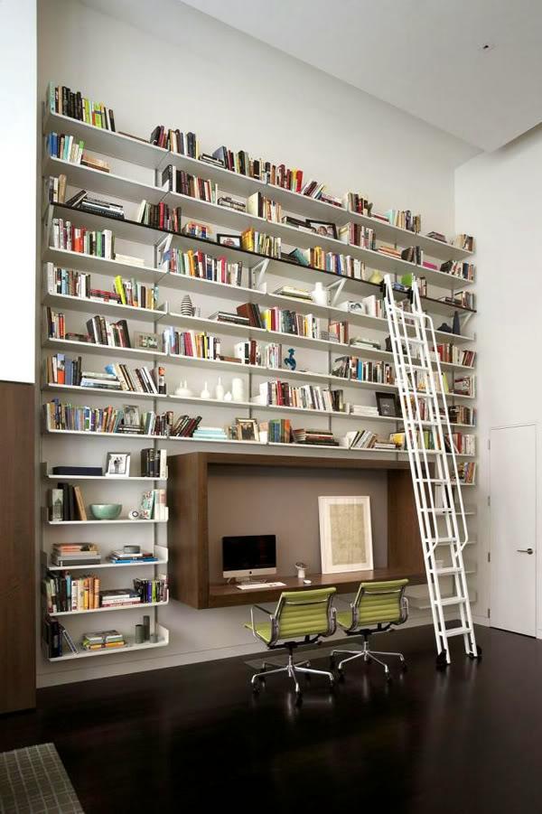 bureau-avec-étagère-un-grand-rangement-mural-rayons-suspendus