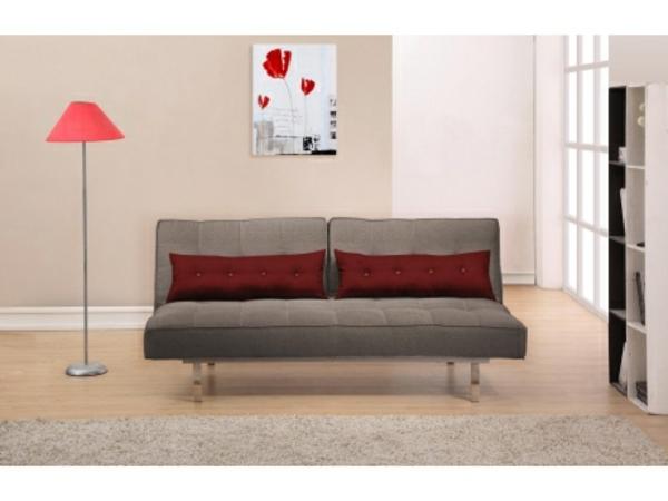 canapé-et-des-coussins-en-rouge-et-une-lampe-en-rose