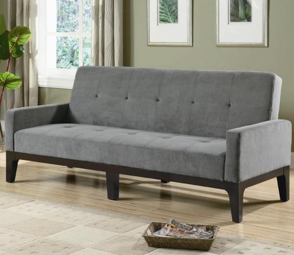 canapé-gris-pour-votre-sol-et-des-peintures-pour-le-mur