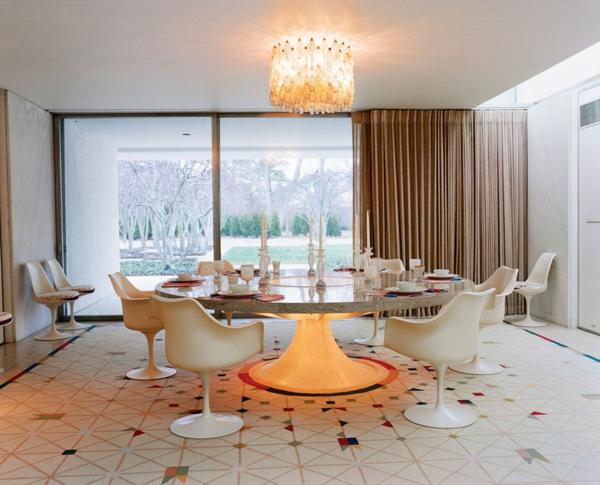 la chaise tulipe une gr ce et r trofuturisme. Black Bedroom Furniture Sets. Home Design Ideas