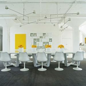 La chaise tulipe - une grâce et rétrofuturisme