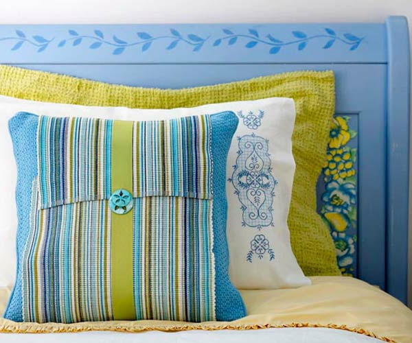 chambre-de-coucher-avec-des-couleurs-en-jaune-et-bleu