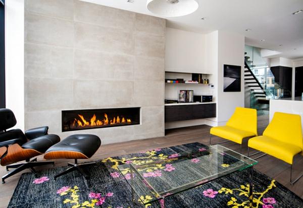 cheminée-contemporaine-des-chaises-jaunes-et-un-tapis-multicolore