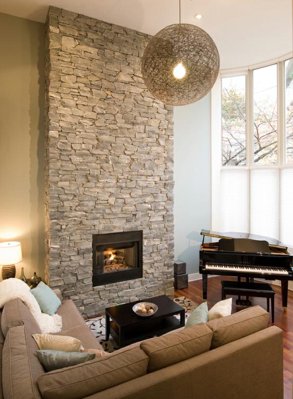 cheminée-contemporaine-et-un-mur-en-pierre
