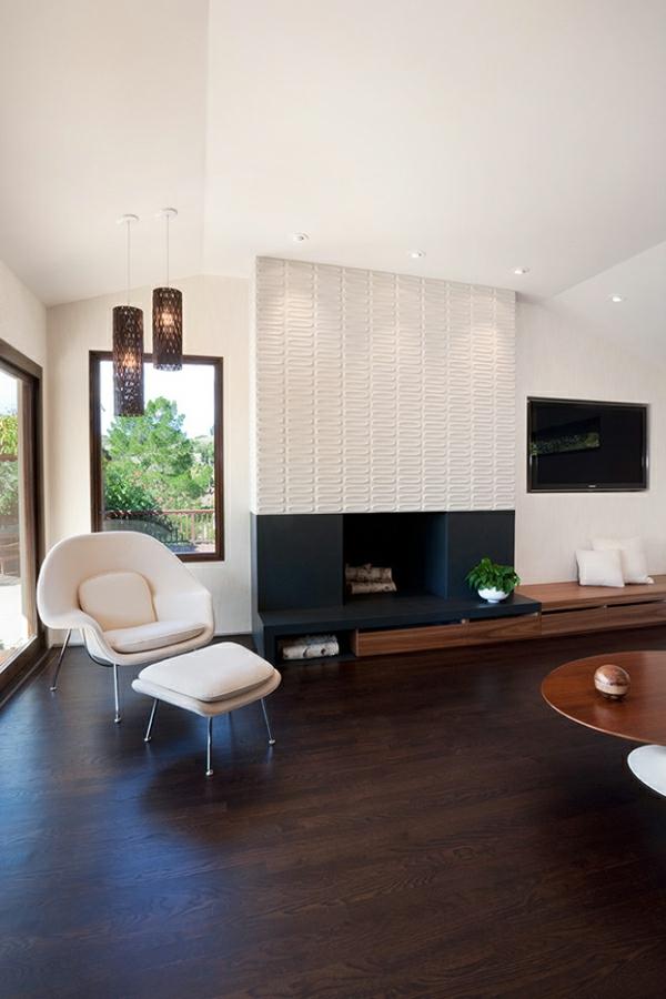 cheminée-contemporaine-suspensions-magnifiques-et-sofa-beige-moderne