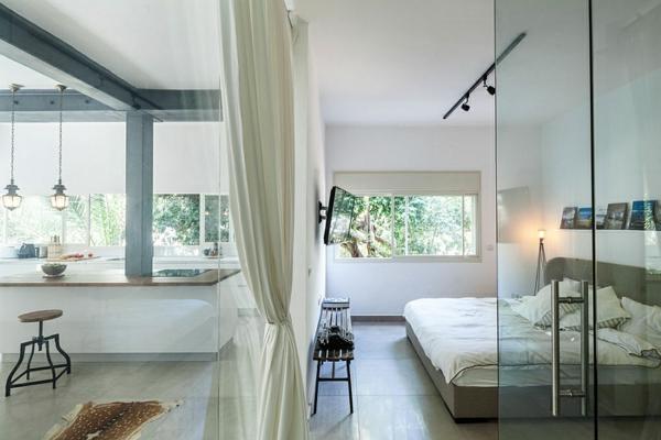cloison-vitrée-intérieure-décoration-d'espace-intérieur