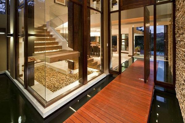 Un rez-de-chaussée magnifique dans une maison contemporaine