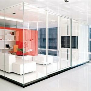La cloison vitrée intérieure pour un espace original!