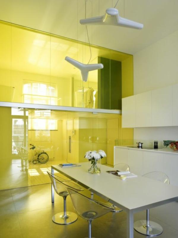 cloison-vitrée-intérieure-un-mur-vitré-jaune