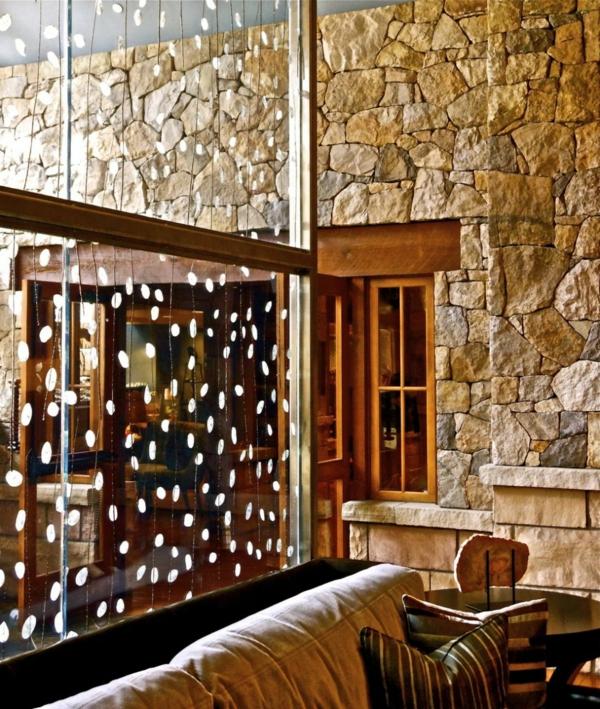 cloison-vitrée-intérieure-un-parement-mural-en-pierre