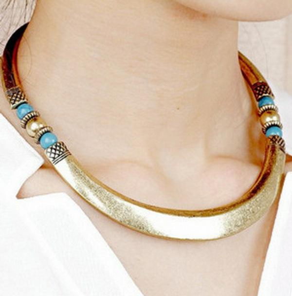 collier-torque-avec-des-pierres-bleues