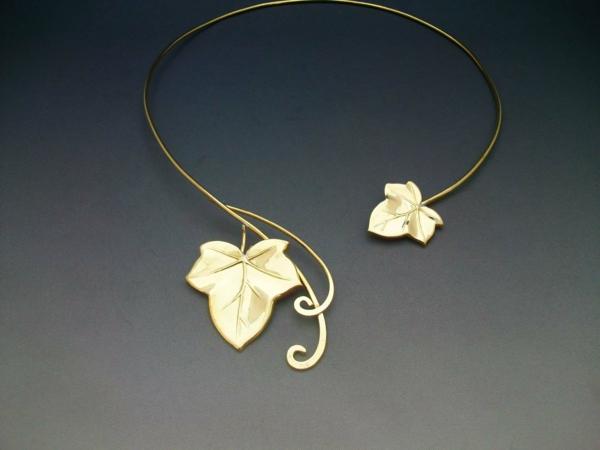 collier-torque-joli-collier-ornements-feuilles