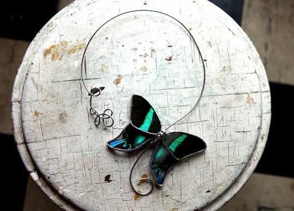 collier-torque-papillon-fantastique