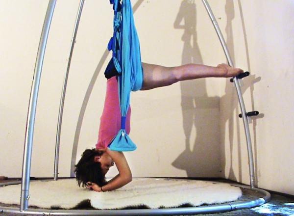 construction-pour-yoga-balançoire-qui-va-vos-inspirer-pour-fair-des-exersice-plus-souventt