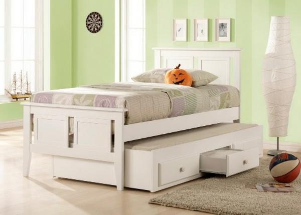 cool-design-du-lit-en-blanc-et-des-mur-en-vert
