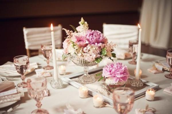cool-design-du-table-avec-ameublement-en-blanc-et-décoration-cool