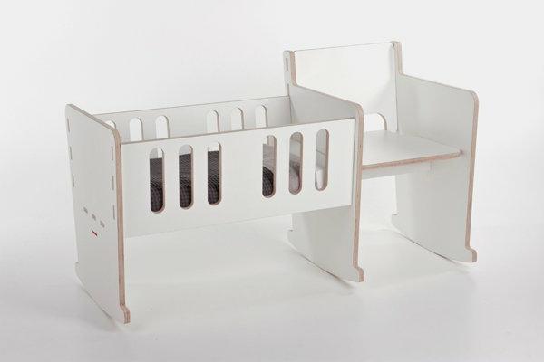 cool-design-pour-la-chambre-d'enfant-avec-un-chaise-balançoireen-blanc