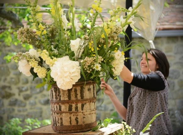 cool-idée-pour-votr-mariage-unique-avec-des-fleurs-en-blancs