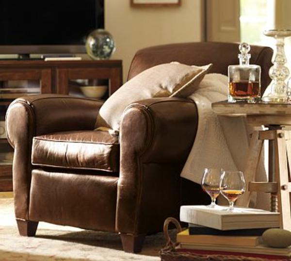 décoration-pour-votre-maison-avec-un-fauteuil-en-cuir-avec-une-table-basse