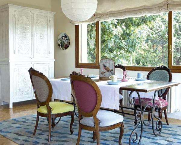 décoration-vintage-chaises-médaillons