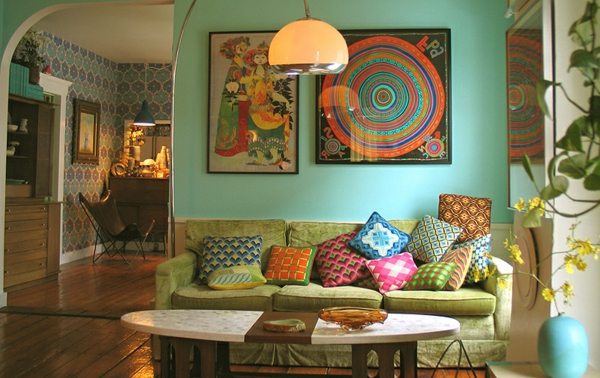 décoration-vintage-sofa-vert-coussins-bariolés
