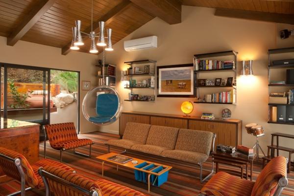 fauteuil-suspendu-chais-suspendue-acrylique-dans-une-chambre-marronne