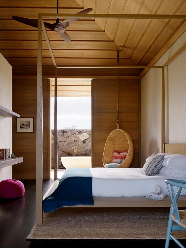 fauteuil-suspendu-chambre-à-coucher-phénoménale-plafond-en-bois