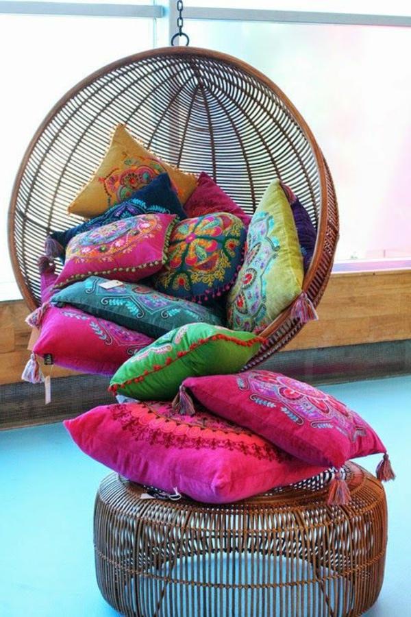 fauteuil-suspendu-coussins-colorés-ethno