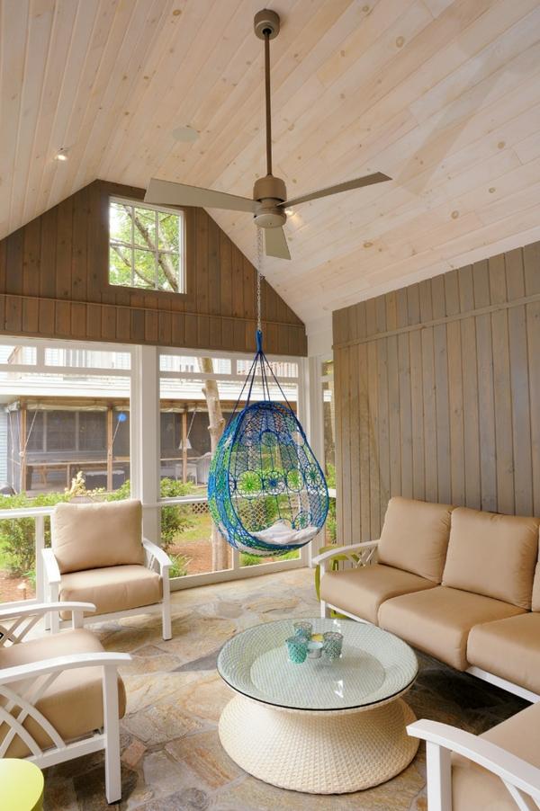 fauteuil-suspendu-dans-un-villa-moderne