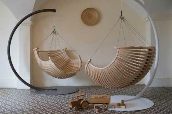 fauteuil-suspendu-jolis-fauteuils-en-bois