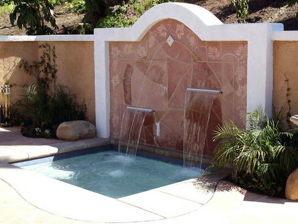 fontaine-murale-à-deux-niveaux-un-mur-rose