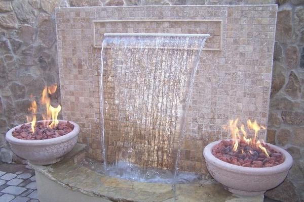 fontaine-murale-décoration-avec-du-feu-et-de-l'eau
