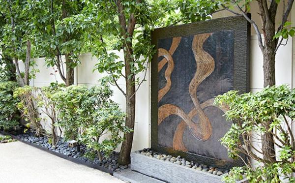 fontaine-murale-design-moderne-un-panneau-noir