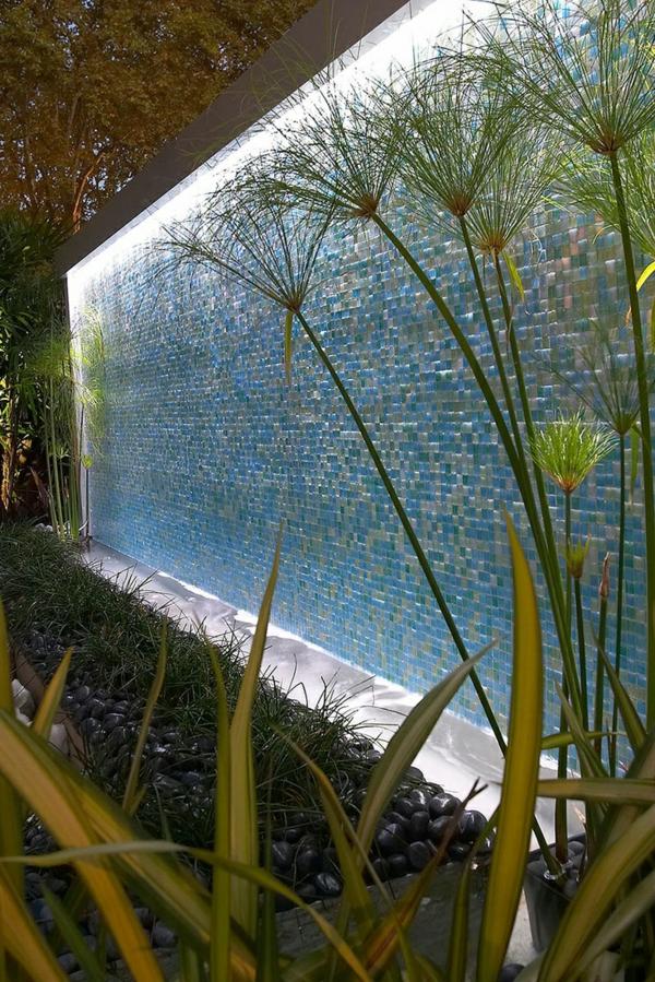 La d co ext rieure avec une fontaine murale - Fontaine jardin moderne tourcoing ...