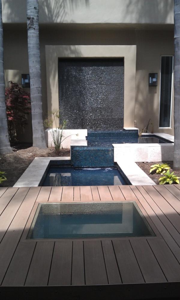 fontaine-murale-design-stylé-déco-extérieure-élégante