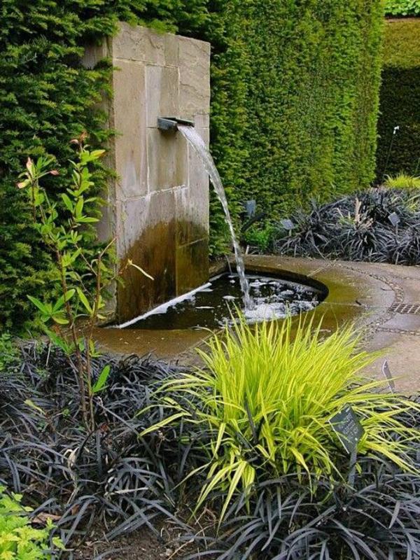 fontaine-murale-et-une-pelouse-verticale