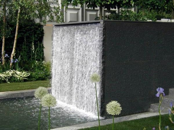 La d co ext rieure avec une fontaine murale for Petite fontaine exterieur